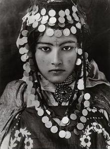 Lehnert_Landrock_-_Ouled_Naïl_Girl_-_Algeria_-_1905